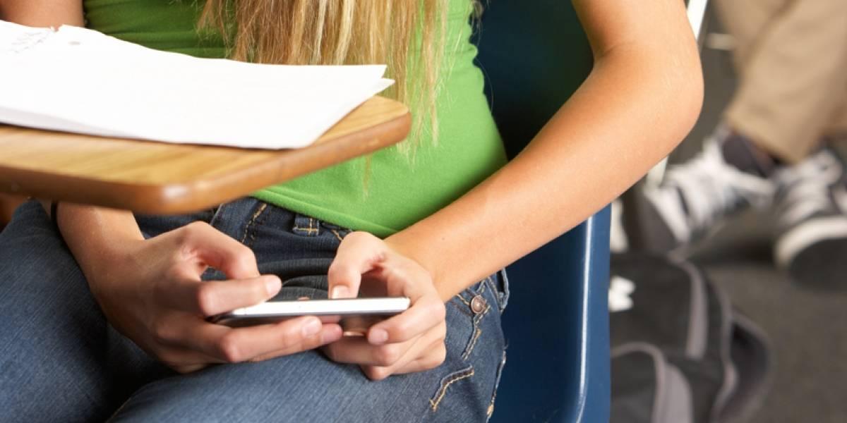 Ciencia: El uso excesivo de celulares en universitarios resulta en más parejas sexuales