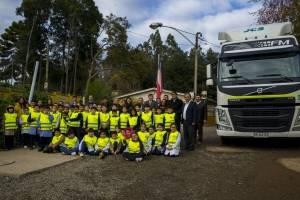 Volvo Chile Para Mira y Saluda