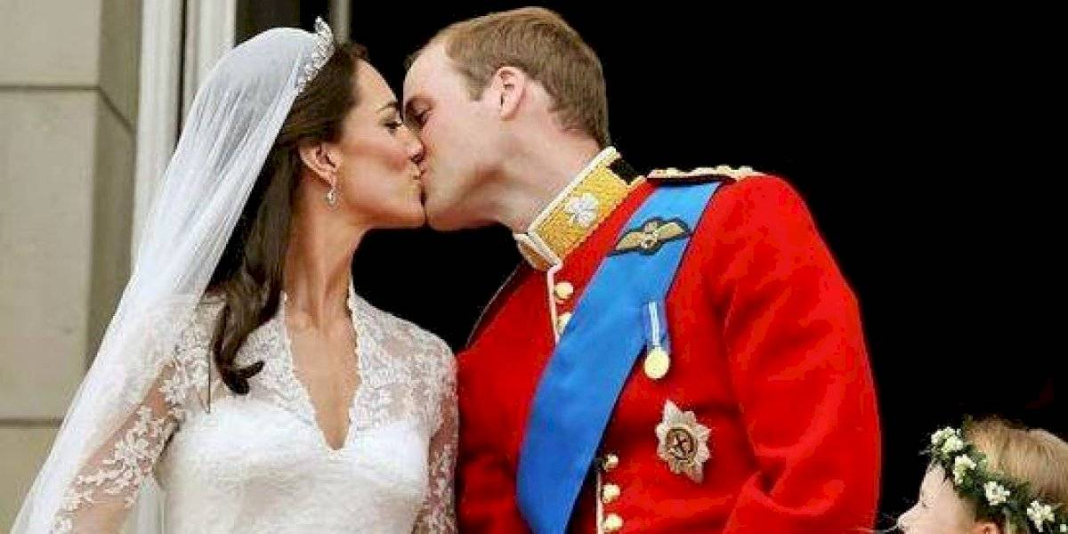 "Revelan que la reina Isabel ""obligó"" al príncipe William a casarse con Kate Middleton"