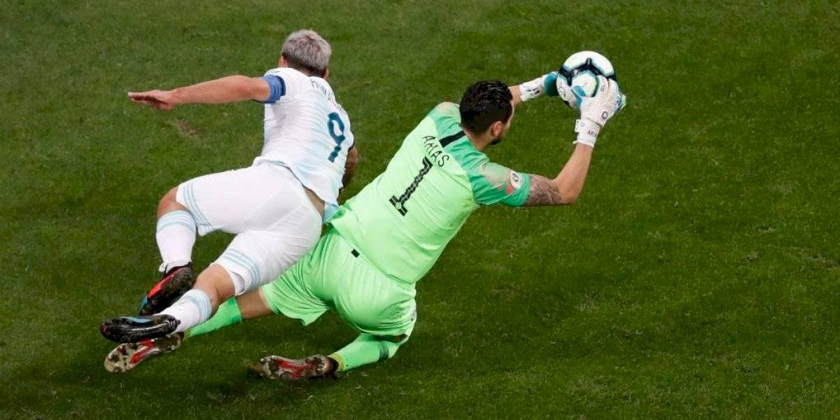 Gabriel Arias se olvidó de las críticas y completó un correcto desempeño contra Argentina