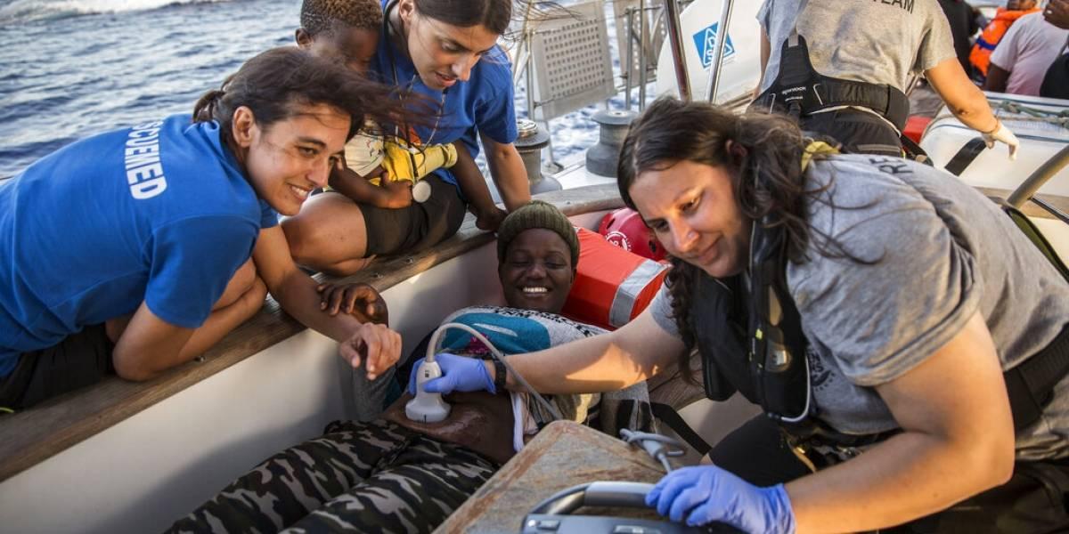 Pese a la prohibición: buque italiano con 46 migrantes a bordo atraca en Lampedusa