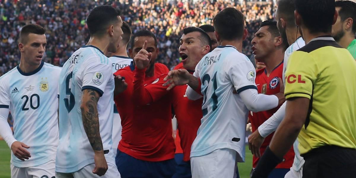 """Paredes se lanza contra la Roja: """"Fuimos muy superiores, intentamos jugar y ellos no juegan a nada"""""""