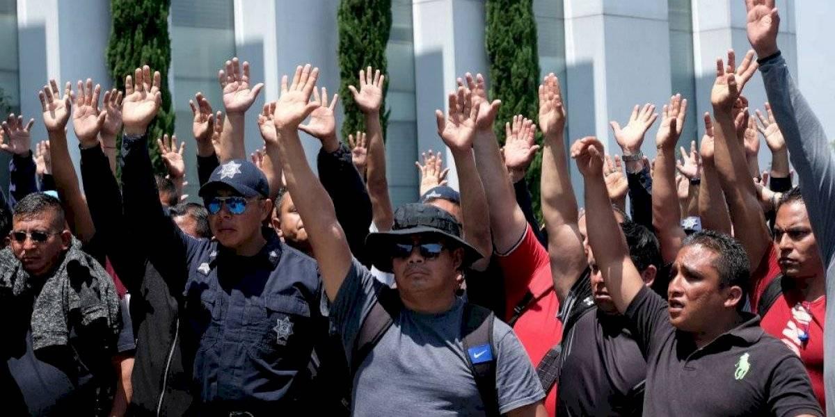 Policías federales insisten en indemnización; rechazan continuar en el gobierno