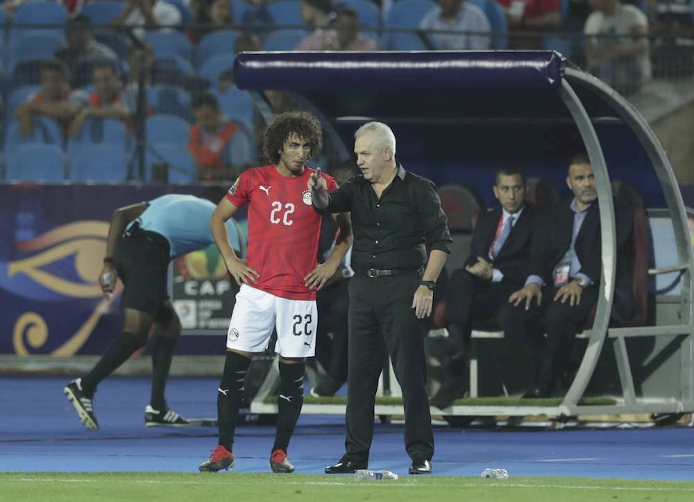 El mexicano no pudo llevar a la selección anfitriona a la final. / AP