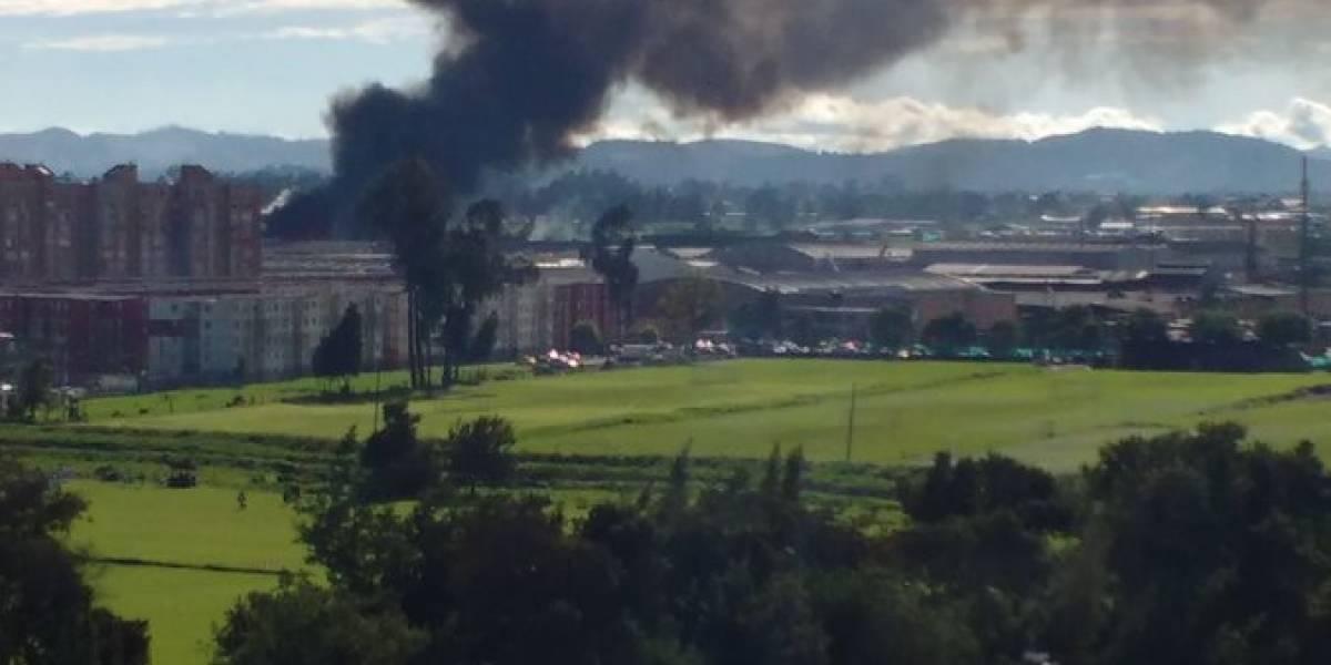 (FOTOS Y VIDEOS) Fuerte incendio consume bodega en Bogotá