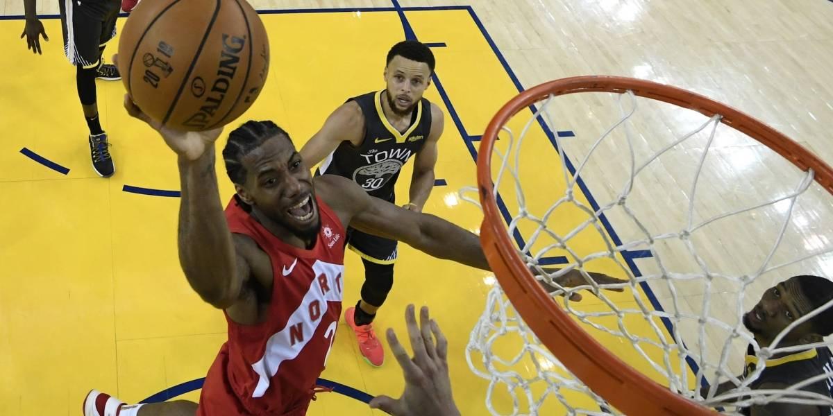 Kawhi Leonard se va de Raptors y llega a los Clippers