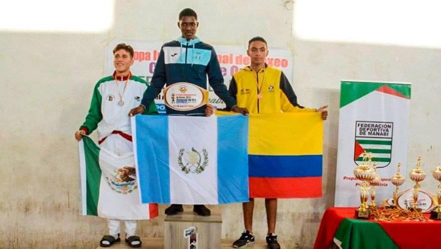 El boxeador Luis Castillo en Ecuador