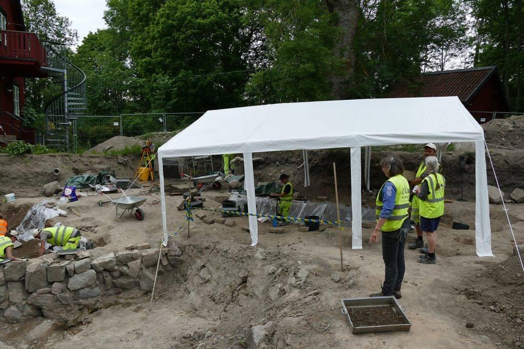 Arqueólogos descubren sorprendentemente unos de los pocos botes funerarios vikingos que fueron enterrados