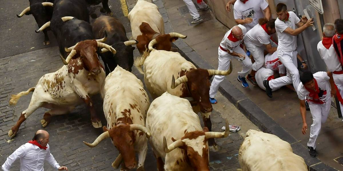 Inicio de San Fermín en Pamplona, España, deja cinco lesionados