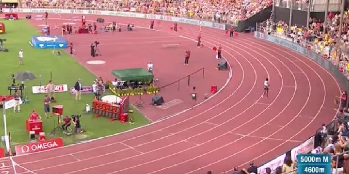 Atleta se vuelve viral tras ridículo error: levantó los brazos para celebrar su triunfo y terminó décimo
