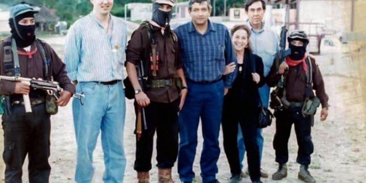 AMLO comparte recuerdo con sub comandante Marcos