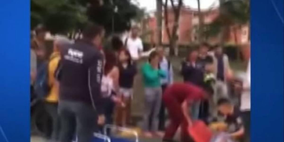 ¡Triste desenlace! Mujer murió arrollada por un carro tras tropezar con unos taches