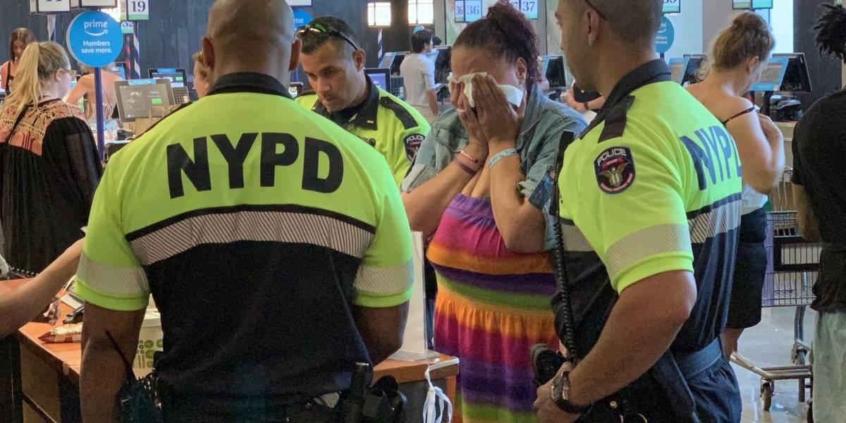 Policías pagan compra de mujer que estaba robando en supermercado