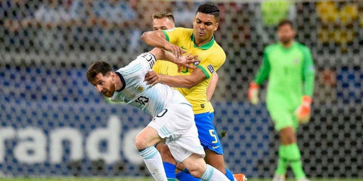 """Casemiro respondió a los reclamos de Messi: """"Los que tienen boca hablan lo que quieren"""""""