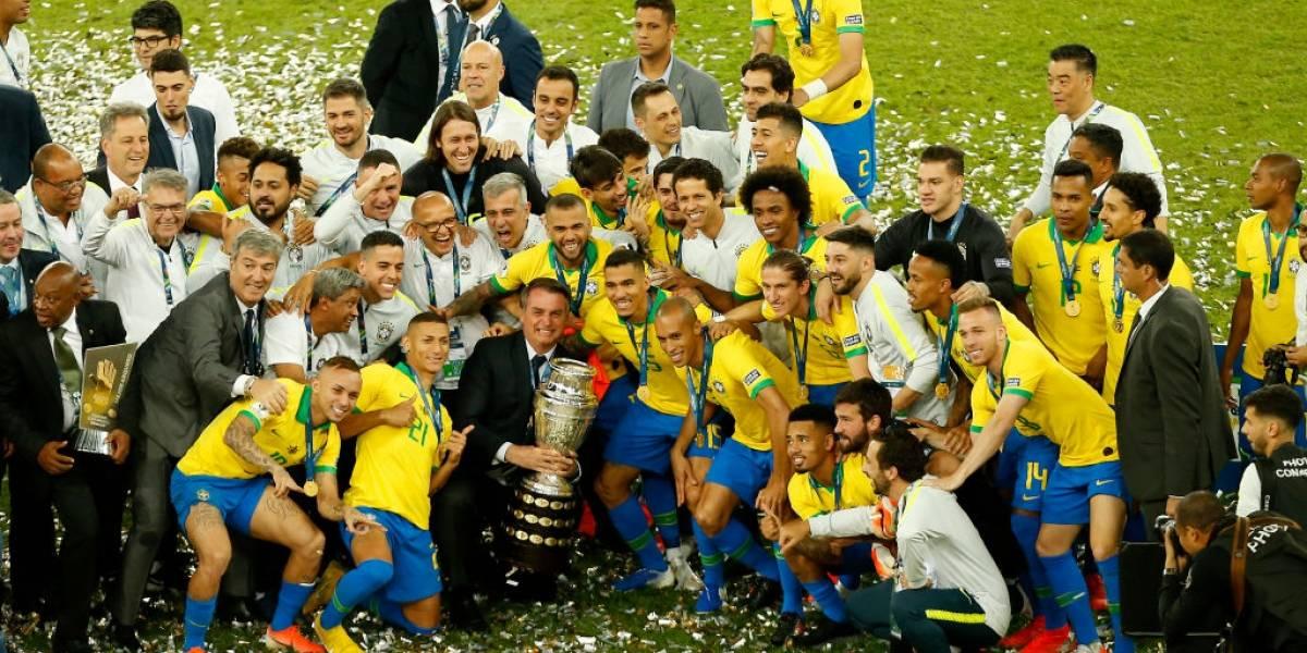 Brasil espantó los fantasmas del Maracanazo y venció con sufrimiento a Perú para levantar su novena Copa América