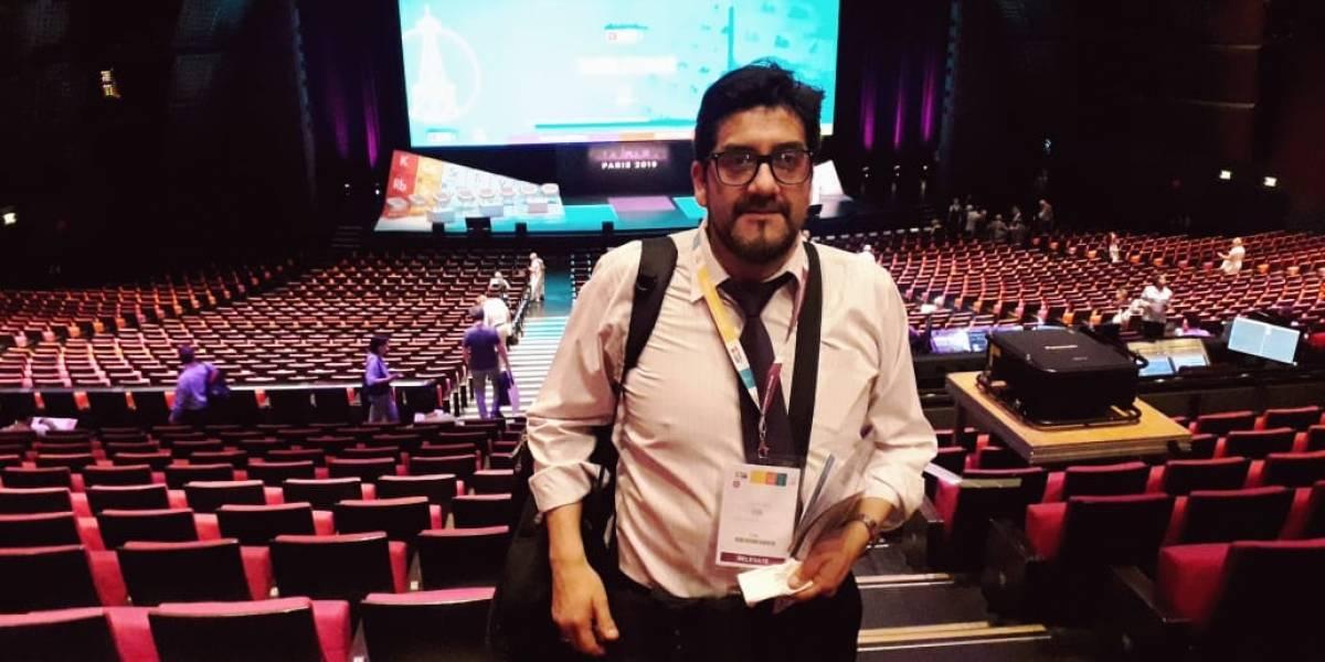 Profesor chileno llegó a exponer al Congreso Mundial de Química en París con su nueva tabla periódica debajo del brazo
