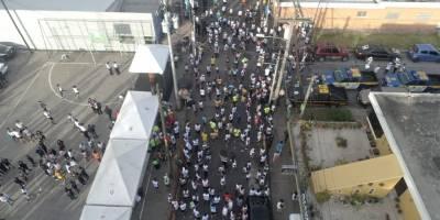Policías acompañados de vecinos corren 13 kilómetros por la paz