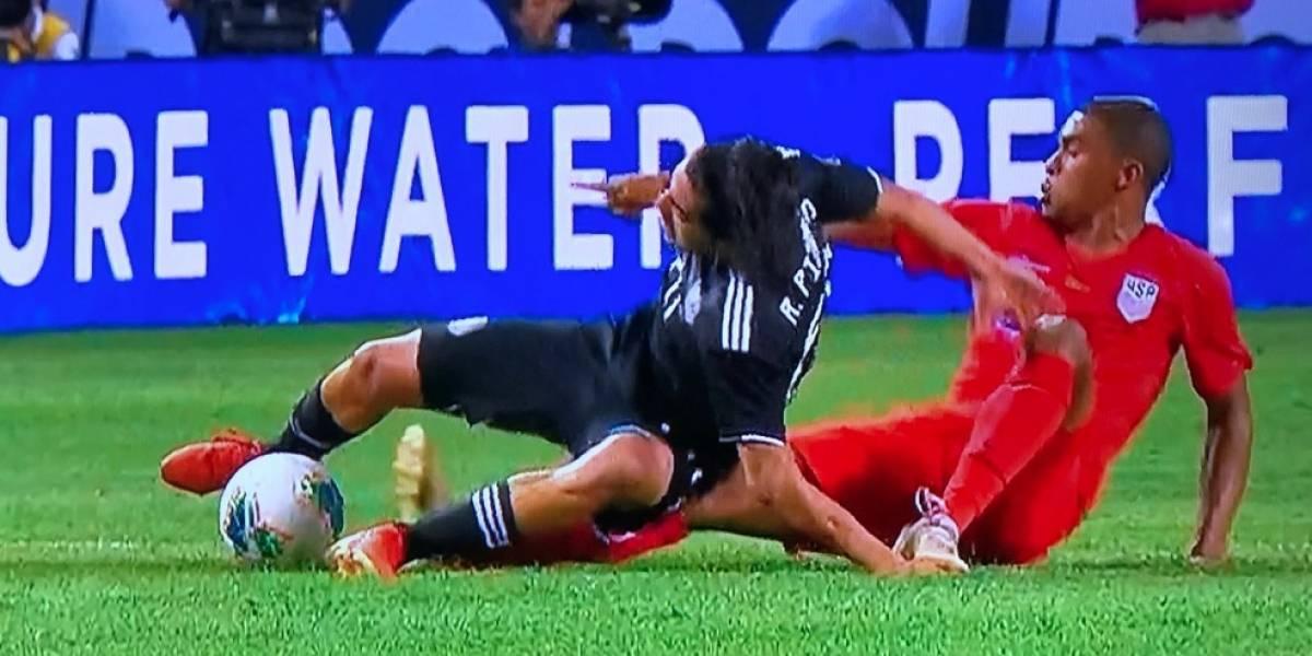 Rodolfo Pizarro sufre aparatosa lesión en la Copa Oro