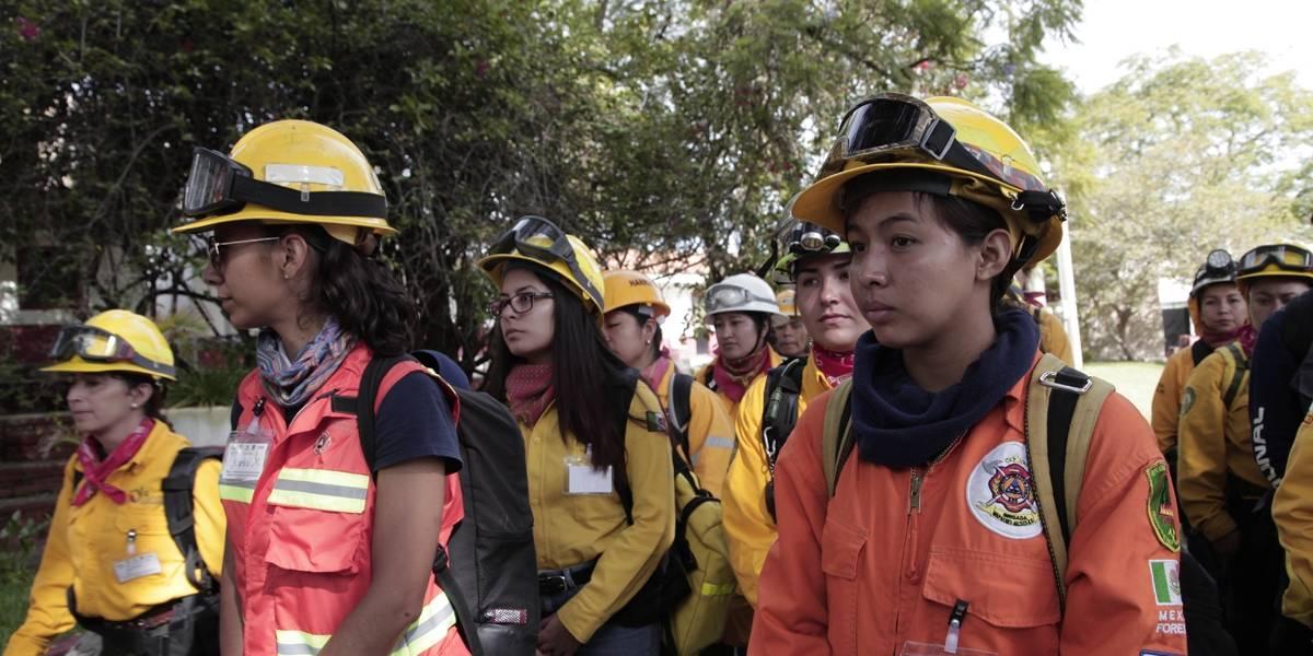 Instruyen a mujeres para sumarse a los cuerpos de brigadistas y combatir incendios forestales