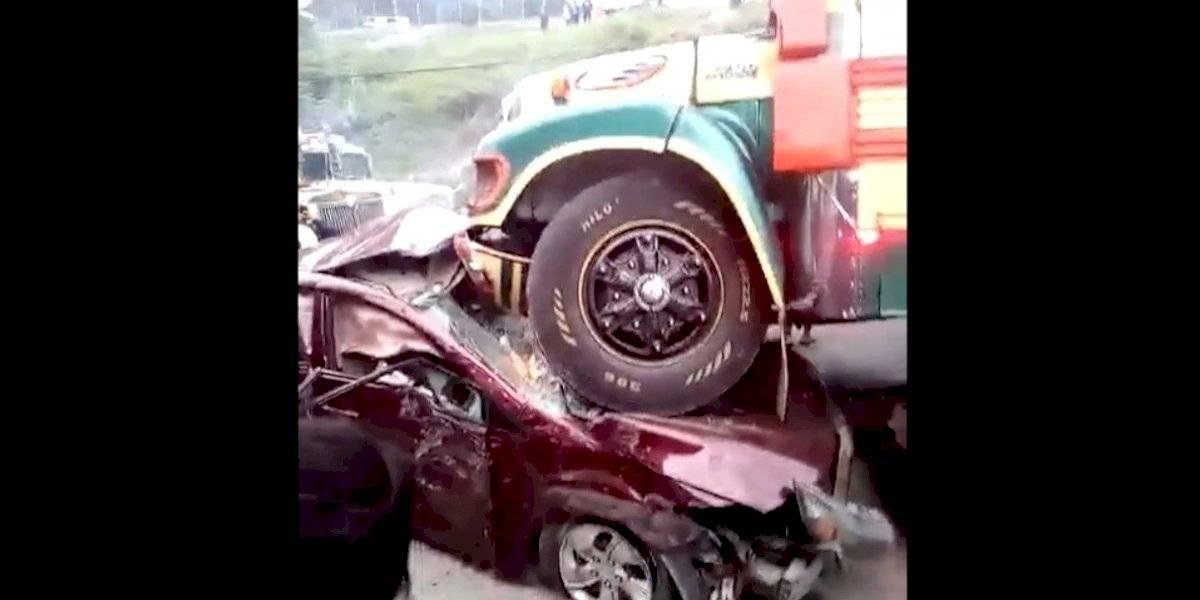 VIDEO. Se registra múltiple colisión en San Pedro Sacatepéquez
