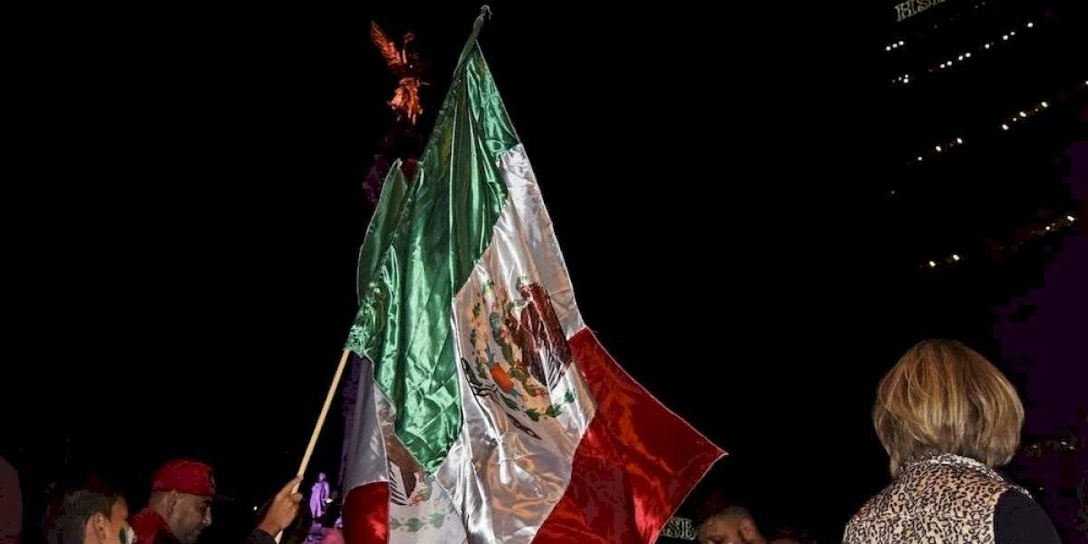 Afición celebra título de Copa Oro en el Ángel de la Independencia