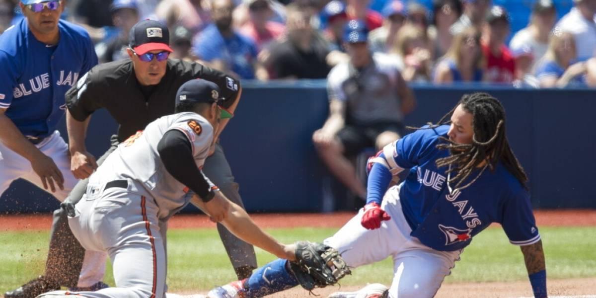 Nuevas reglas en MLB: Ducharse en casa y no escupir