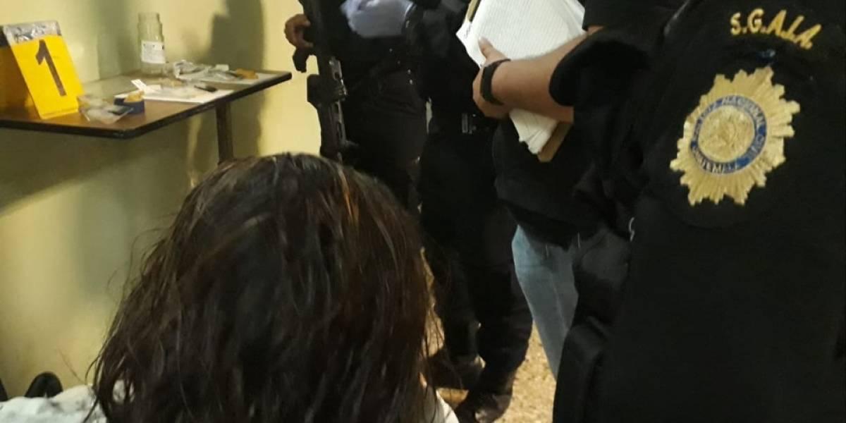 Ingresó a hospital en Antigua y al ser operada hallaron paquetes con droga en su interior