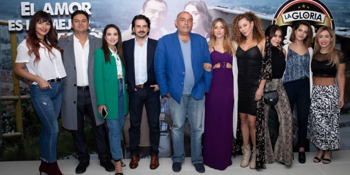 (Fotos) Actriz de 'La gloria de Lucho' se casó en plena cuarentena y su vestido tenía tapabocas