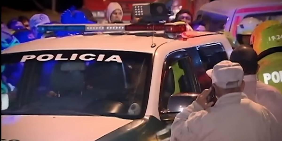 (VIDEO) Hombre acusado de violar a niño de seis años fue golpeado y arrastrado por la comunidad