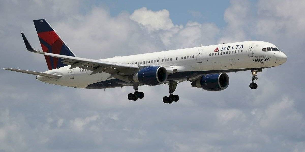 Hombre desató el pánico en un vuelo cuando se declaró Dios y quiso irrumpir en la cabina