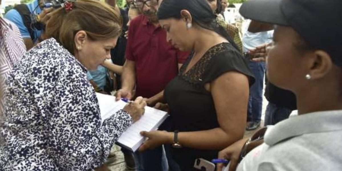 Recogen firmas frente al Congreso Nacional