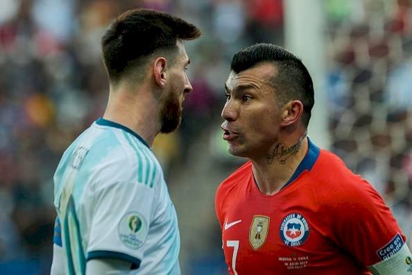 Lionel Messi y Gary Medel (Copa América) Getty Imágenes