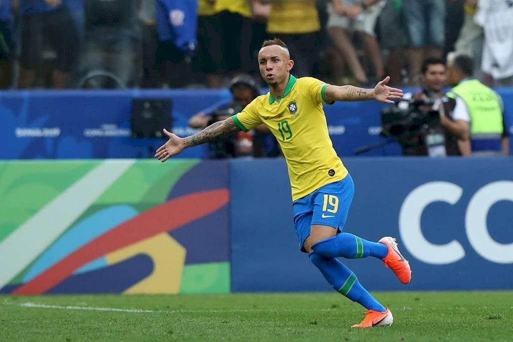 Everton: El mejor de la Copa América, sin dudas. El atacante de Gremio vino de atrás para adueñarse de la punta izquierda del ataque local. Sin Neymar y dejando Neres en la banca, Everton brilló con luces propias. Getty Images