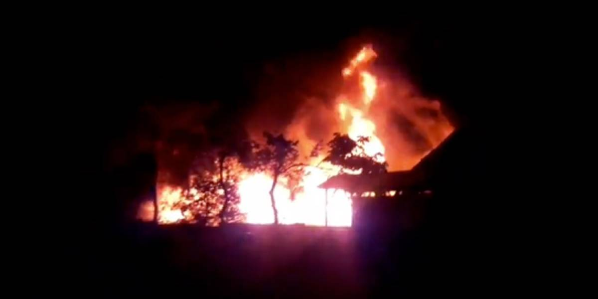 VIDEO. Incendio consume antigua estación del tren en Coatepeque