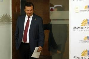 Fabricio Villamar oficializa pedido de juicio político contra José Carlos Tuárez