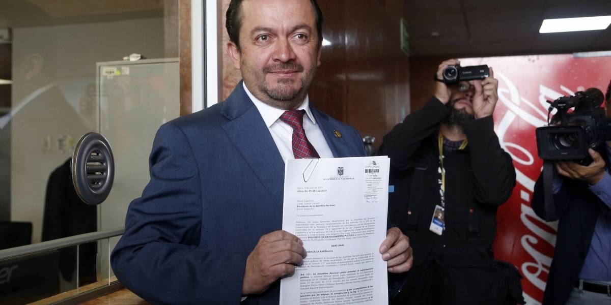 Asambleísta Fabricio Villamar oficializa pedido de juicio político contra José Carlos Tuárez