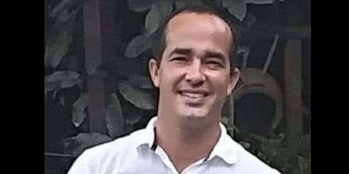 Eliezer Molina hace fila para votar como cualquier hijo de vecino