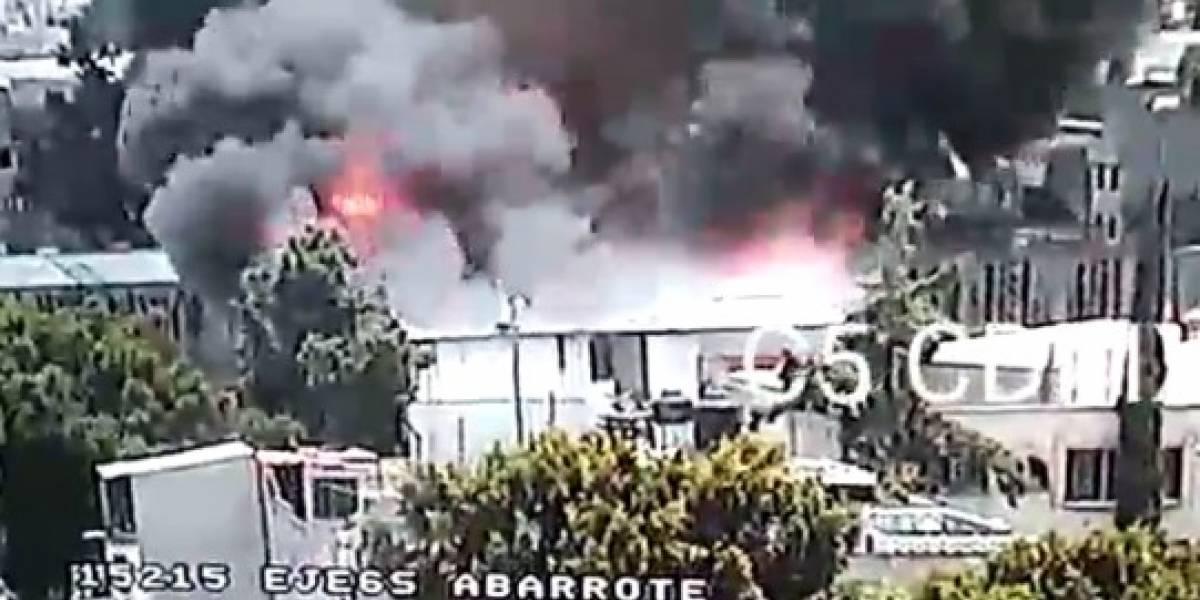 Fuerte incendio consume bodega frente a Central de Abasto de Iztapalapa