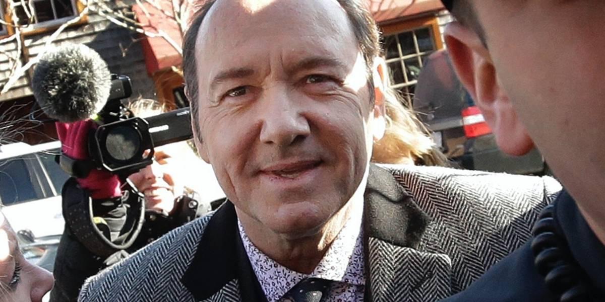 Hombre que acusa a Kevin Spacey de haberlo manoseado en un bar niega haber borrado mensajes