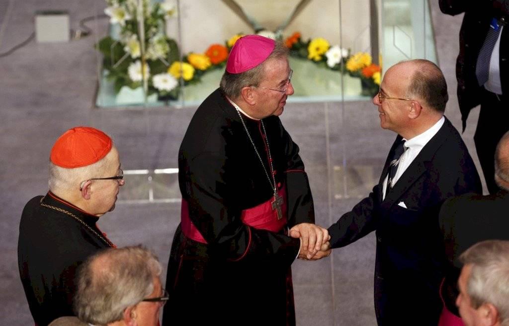 Luigi Ventura y Bernard Cazeneuve