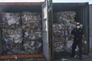 Indonesia presenta una muestra de la basura que enviará a otros países