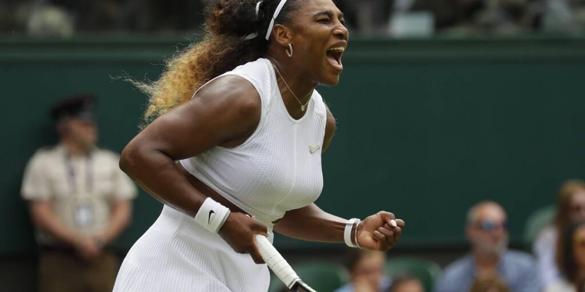 Serena supera la adversidad y está en semis de Wimbledon