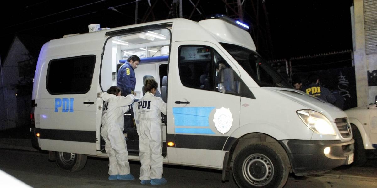 Matan a balazos a hombre que viajaba en camioneta junto a su esposa en Conchalí