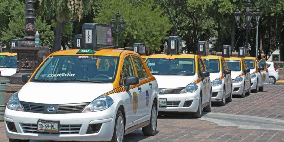 Secretario de Gobierno de Nuevo León propone que todo los taxis se conviertan en Uber