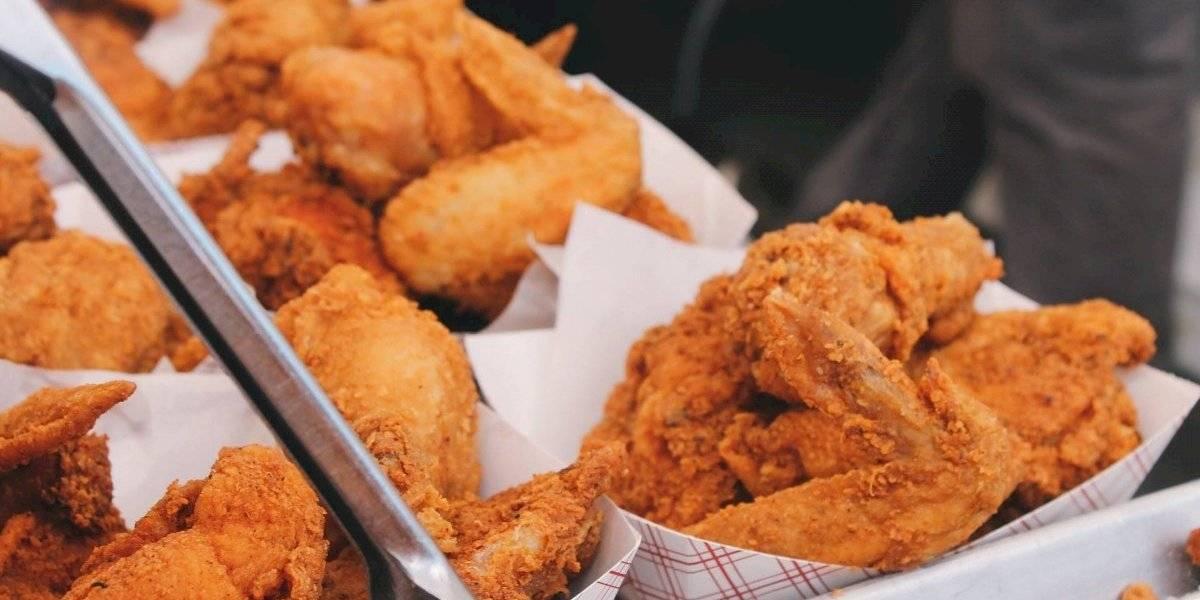 Muita fritura e poucos nutrientes: empresa dá gorda recompensa a pessoas dispostas a comer comida bege por um mês