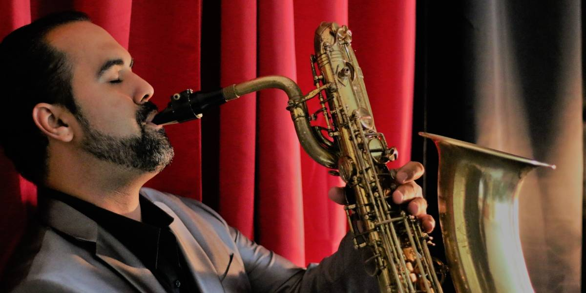 Edgar Abraham lleva el Sax y su Jazz Latino a su barrio