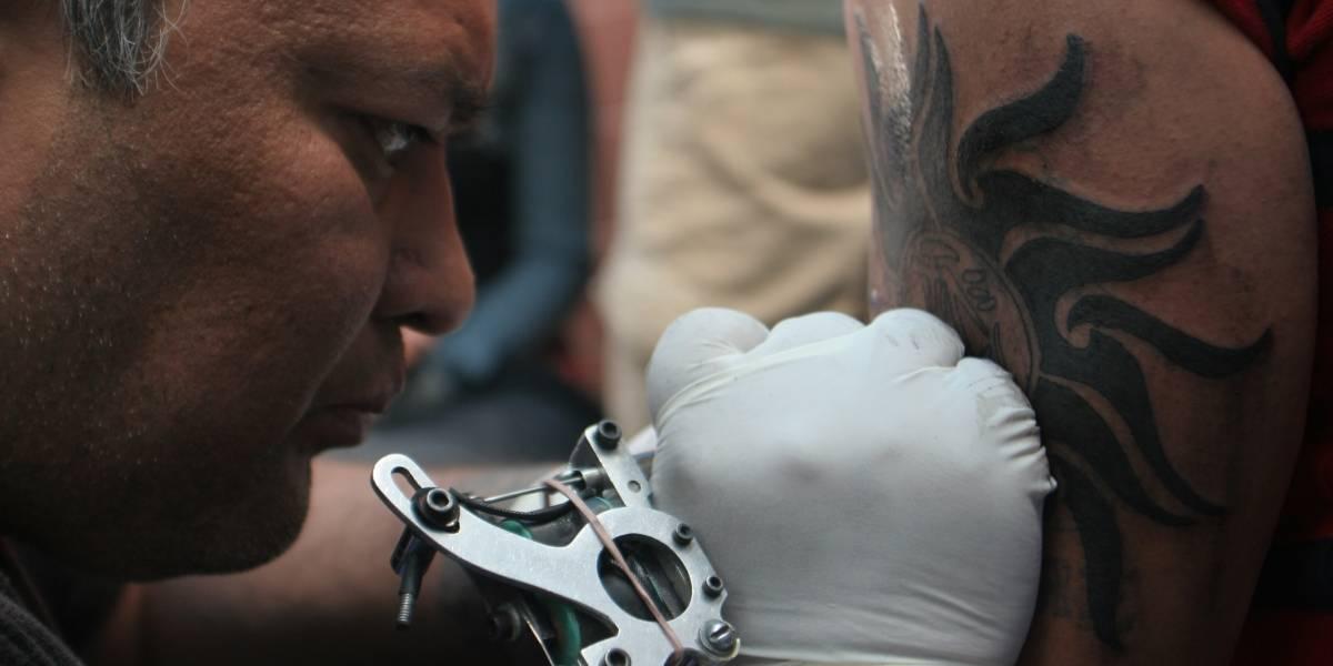 Prohíben venta de alcohol, tatuajes y medicamentos en tianguis de CDMX