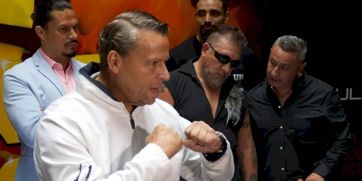 VIDEO. Carlos Trejo hiere el rostro de Alfredo Adame con una botella en plena conferencia