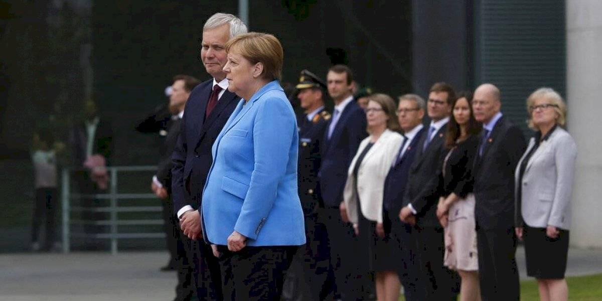 Por tercera vez en menos de un mes: Angela Merkel vuelve a preocupar al mundo tras temblar en pleno acto