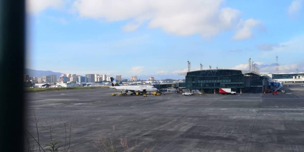 Aeronave realiza aterrizaje forzoso en aeropuerto internacional La Aurora